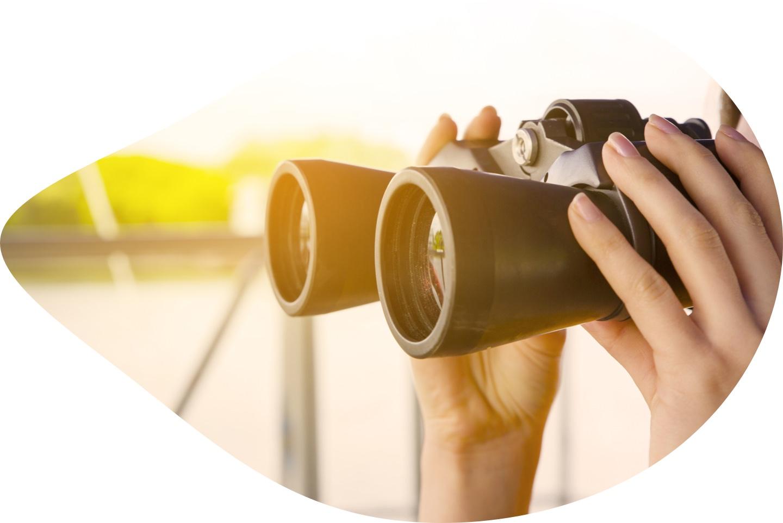 Leadership-workshops-toronto-Laura-Tucker-Free-Inner-Guru-Binoculars.jpg